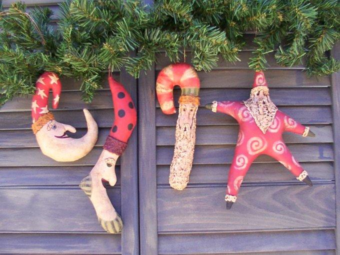 Santa's of Sorts Pattern